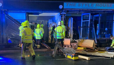 В Великобритании горожане скинулись на ремонт городского зоомагазина