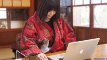 В Японии придумали домашний наряд с карманом для домашнего питомца
