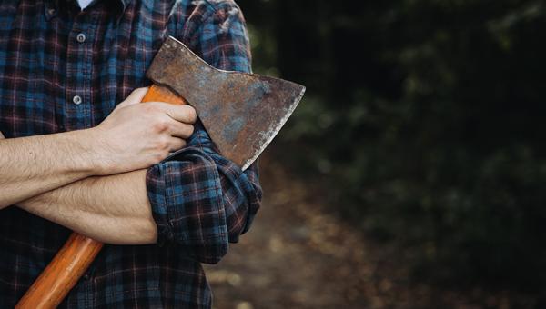 В Красноярске клиент напал на ветклинику с топором